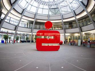 Das Logo der Sparkasse. Foto: Daniel Reinhardt/Archiv