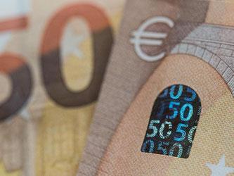 Die neue 50-Euro-Banknote soll schwerer zu fälschen sein. Foto: Boris Roessler