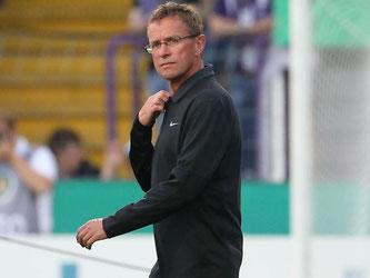 Leipzigs Trainer Ralf Rangnick bietet ein Wiederholungsspiel an. Foto: Friso Gentsch