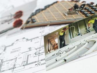 Baupläne, Grundrisse und möglichst detaillierte Fotos von den Bauarbeiten können in das private Bautagebuch kommen. Foto: Andrea Warnecke