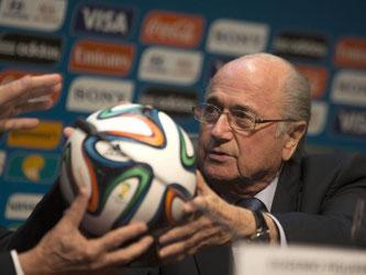 Schwierige Situationen hat Blatter in seinen 40 Jahren bei der FIFA en masse überstanden. Foto: Sebastiao Moreira/Archiv