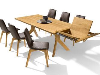 Erweiterbare Tische sind gefragt: Das Modell yps von Team 7 kann um zwei Sitzplätze wachsen. Foto: Team 7