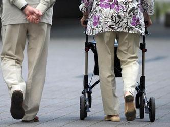 Das Statistische Bundesamt hat die neue Sterbetafel mit aktuellen Zahlen zur Lebenserwartung in Deutschland veröffentlicht. Foto: Federico Gambarini/Archiv