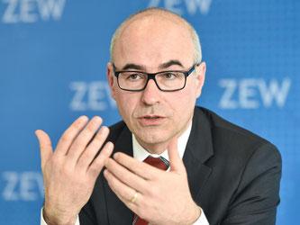 ZEW-Chef Achim Wambach sieht bei einem Austritt Großbritanniens negative Folgen für die EU-Konjunktur. Foto: Uwe Anspach/Archiv