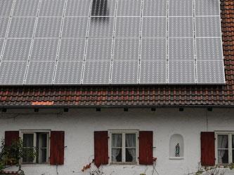 Auch Vermieter können künftig staatliche Zuschüsse für eine Solaranlage auf dem Dach des eigenen Hauses bekommen. Foto: Andreas Gebert