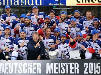 Die Mannheimer setzten sich in der Finalserie durch und feiern die Meisterschaft. Foto: Daniel Karmann