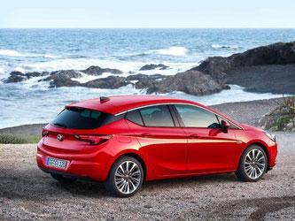 Mit dem schnittigen Design soll der Kompaktwagen den Sprung in die Spitzenklasse schaffen. Foto: Opel