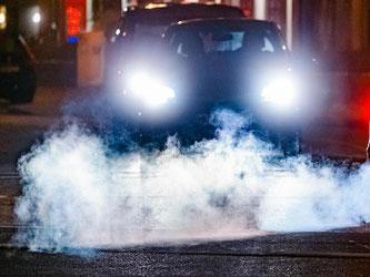 Rauchsignale: Auch die Abgasskandale in jüngerer Vergangenheit sorgen beim Diesel für ein Schmutzfink-Image. Experten und auch Hersteller sehen eine elektrische Autozukunft. Foto: Markus Scholz