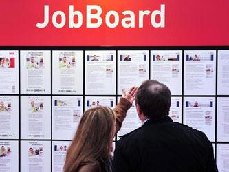 Ob Verkäufer, Sozialarbeiter oder Wachmann - in vielen Berufen haben Arbeitslose derzeit die freie Auswahl. Foto: Jochen Lübke