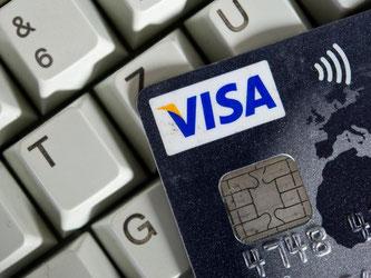 Hohe Kartengebühren für Einzelhändler - das ist in der EU schon länger ein Thema. Jetzt kommt der Deckel. Foto: Ole Spata/Archiv