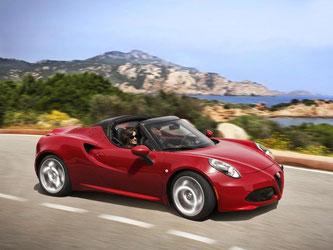 Nicht mal 1000 Kilogramm schwer rast das Leichtgewicht mit seinen 177 kW/240 PS in 4,5 Sekunden von 0 auf 100 km/h. Foto: Alfa Romeo