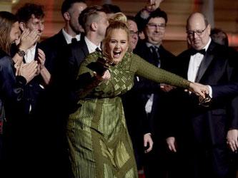 Adele ist ganz aus dem Häuschen. Foto: Matt Sayles/Invision