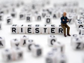 Wer noch einen alten Riester-Vertrag hat, bekommt in der Regel ganz gut Zinsen. Foto: Andrea Warnecke