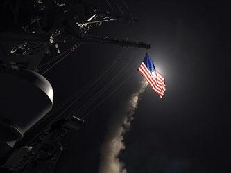 Eine Tomahawk-Rakete wird im Mittelmeer vom Zerstörer USS Porter abgefeuert. Foto: Ford Williams/U.S. Navy