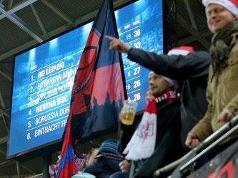 Leipzigs Zuschauer feiern die vorübergehende Tabellenführung. Foto: Jan Woitas
