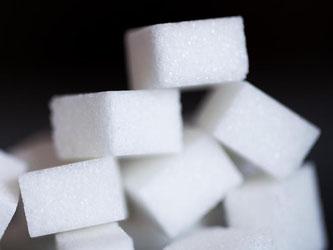 Viele Lebensmittel enthalten Zucker. Verbraucher ahnen das oft nicht. Foto: Rolf Vennenbernd/dpa