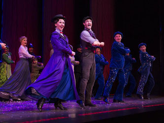 Elisabeth Hübert spielt Mary Poppins. Foto: Silas Stein