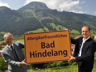 Die Vertreter von Bad Hindelang im Allgäu freuen sich über die Auszeichnung als allergikerfreundliche Kommune. Foto: IG Allergikerfreundliche Kommunen
