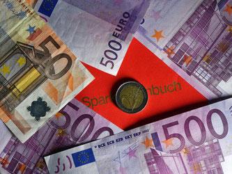 Nach Zahlen des Statistischen Bundesamts sparten die Deutschen im vergangenen Jahr 9,7 Prozent ihres Einkommens. Foto: Jens Kalaene