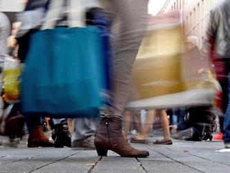 Die Nürnberger Konsumforscher gehen damit von einem etwas stärkeren Anstieg der Konsumausgaben aus als 2015. Foto: Henning Kaiser