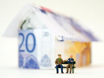Ein eigenes Haus kann sich auch als Altersvorsorge eignen. Käufer müssen in diesem Fall aber gut rechnen. Foto: Andrea Warnecke