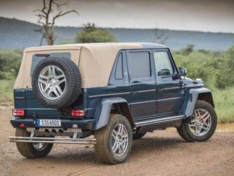 Das G 650 Landaulet ist Geländewagen und Cabrio zugleich. Dafür wurde über dem Fond des G-Modells ein elektrisches Stoffverdeck eingebaut. Foto: Daimler AG/dpa