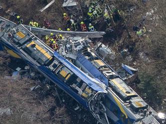 Die Züge waren auf der eingleisigen Strecke frontal eineinander gerast. Foto: Peter Kneffel