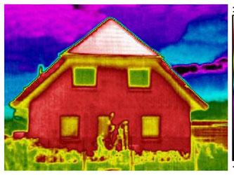 Thermographiebilder zeigen Hausbesitzern, wo aus ihren vier Wänden Energie entweicht. Die Aufnahmen lassen sich nur im Winter und bei unter fünf Grad machen. Foto: Roger Hensel