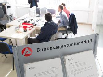 Ein Büro der Agentur für Arbeit in einer Erstaufnahmestelle für Flüchtlinge. Foto: Sebastian Kahnert