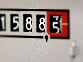 Eine drei- bis vierköpfige Durchschnittsfamilie bezahlt in den neuen Bundesländern bei einem Verbrauch von 4000 Kilowattstunden 1149 Euro für Strom - in den alten Bundesländern sind es nur 1104 Euro im Jahr. Foto: Ralf Hirschberger