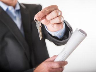 Extra Hausschlüssel zu vergeben? Eine Einliegerwohnung kann einem Bauherren künftig Mieteinnahmen bescheren. Foto: Christin Klose/dpa-tmn