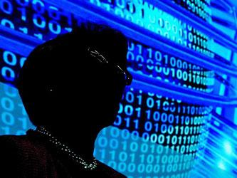 Das Individuum im Datenstrom: Was Onlinedienste über einen selbst wissen, und welche Informationen unter Umständen zusammengeführt werden, sollte man im Blick behalten. Foto: Ralf Hirschberger