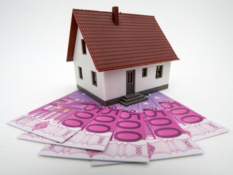 Immobilien können auch mit einem endfälligen Darlehen finanziert werden. Hier müssen Kreditnehmer keine Tilgung an die Bank zahlen, sondern nur die Zinsen. Foto: Andrea Warnecke