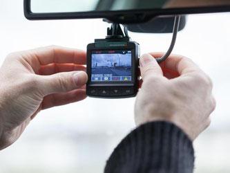 Wer den Straßenverkehr filmt, um Verkehrssünder anzuzeigen, kann Ärger bekommen. Denn das ist erstens Aufgabe der Polizei und zweitens aus Gründen des Datenschutzes nicht erlaubt. Foto: Christin Klose