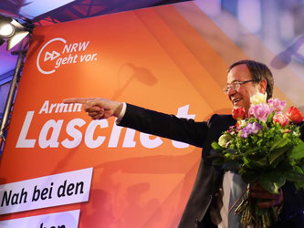 Armin Laschet galt lange als chancenlos gegen die SPD-Landesmutter Hannelore Kraft. Nun schlägt er die SPD in der «Herzkammer der Sozialdemokratie» klar und deutlich. Foto: Oliver Berg