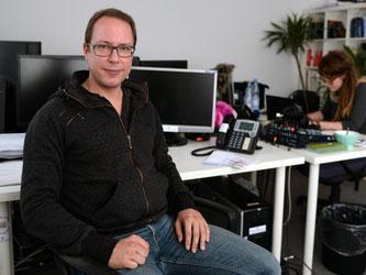 Für ihn und seine Mitstreiter gibt es viel Unterstützung: Markus Beckedahl, Gründer des Blogs Netzpolitik.org, in seinem Büro in Berlin. Foto: Britta Pedersen/Archiv