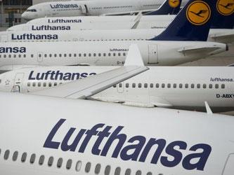 Geparkte Passagiermaschinen der Lufthansa. Foto: Boris Roessler