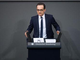 Der Bundesjustizminister will Betreiber von sozialen Internet-Netzwerken im Kampf gegen Hasskommentare stärker in die Verantwortung nehmen. Foto: Bernd von Jutrczenka