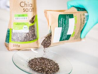Chia-Samen gehören unter anderem in den Bereich «Superfood» - ein Marketingbegriff, der Lebensmittel mit angeblichen Gesundheitsvorteilen beschreibt. Foto: Christoph Schmidt/dpa