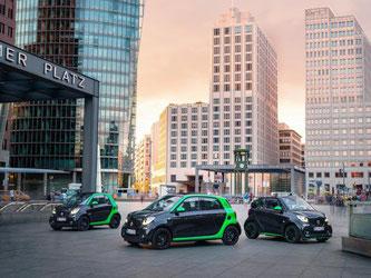 Elektrisches Trio: Alle drei Varianten des Smart - Fortwo, Forfour und Cabrio - wird es ab Anfang 2017 auch mit Elektroantrieb geben. Foto: Daimler AG