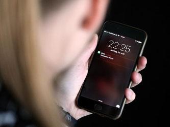Ein Anruf vom Chef am späten Abend? Privatleben und Arbeit haben sich vermischt. Arbeitnehmer wünschen sich da klare Grenzen. Foto: Monika Skolimowska