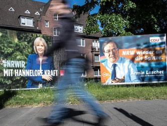 Wahlplakate der nordrhein-westfälischen Ministerpräsidentin Hannelore Kraft und des CDU-Spitzenkandidaten Armin Laschet in Düsseldorf. Foto: Federico Gambarini