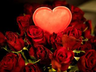 Am 14. Februar ist Valentinstag - Tag der Liebenden. Foto: Christian Charisius