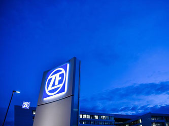 Das Logo des Autozulieferers ZF. Foto: Felix Kästle/Archiv