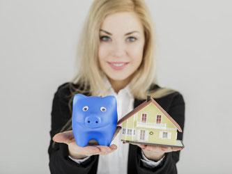 Wo findet sich der günstigste Kredit für das eigene Heim? Im Internet oder bei der Hausbank? Käufer sollten sich am Besten umfassend informieren, um am Ende die beste Finanzierung zu bekommen. Foto: Monique Wüstenhagen/dpa-tmn