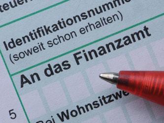 Auch Senioren müssen mitunter ihre Steuererklärung fristgerecht abgeben. Foto: Armin Weigel