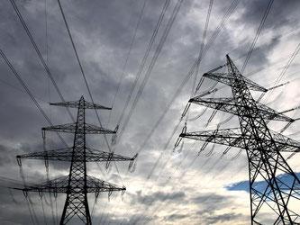 Der Bau großer Leitungen, die Windstrom aus Norddeutschland in den Süden transportieren sollen, wird mehrere Jahre länger dauern als geplant. Foto: Karl-Josef Hildenbrand