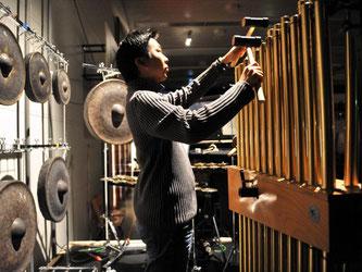 Musiker Yu Fujiwara auf den Donaueschinger Musiktagen. Foto: Rolf Haid/Archiv