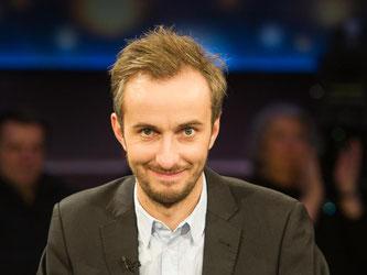 Jan Böhmermann will am 12. Mai mit einer neuen Folge seiner TV-Satire «Neo Magazin Royale» ins Fernsehen zurückkehren. Foto: Ole Spata/Archiv