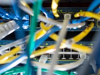 Eine massive Cyberattacke hat mehrere große Webseiten lahmgelegt. Foto: Matthias Balk
